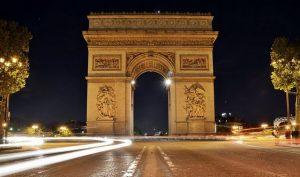 اين يقع قوس النصر في باريس