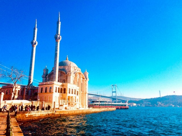 جامع اورتاكوي اسطنبول تركيا