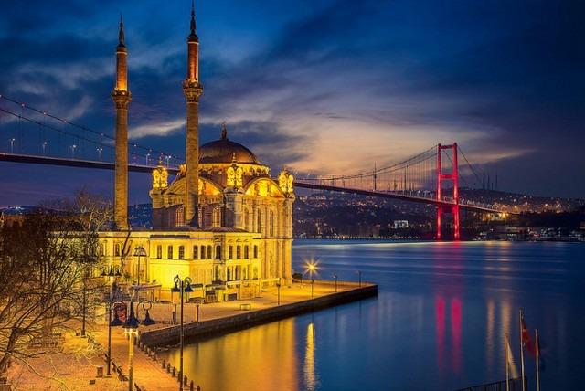 جامع اورتاكوي اسطنبول بتركيا