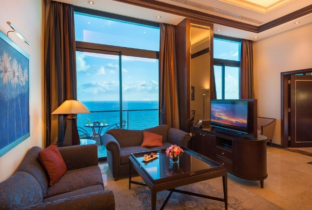 إطلالات على البحر ساحرة توفرها شقق فندقية بيروت فقط