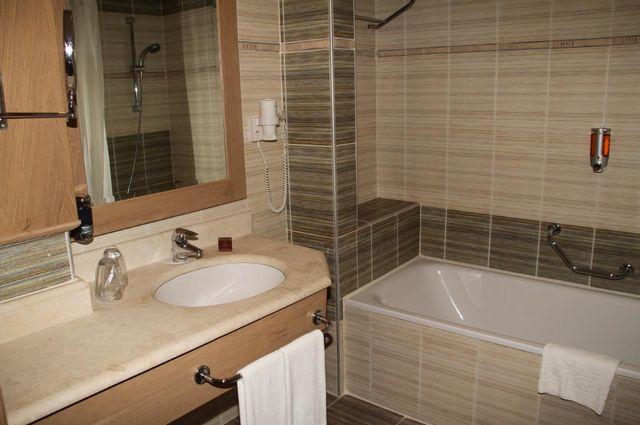 موقع فندق فيم لارا انطاليا
