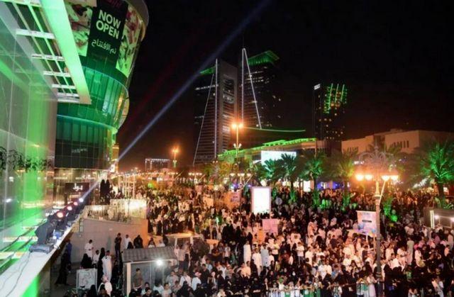 افضل 6 انشطة عند زيارة شارع التحلية الرياض - رحلاتك