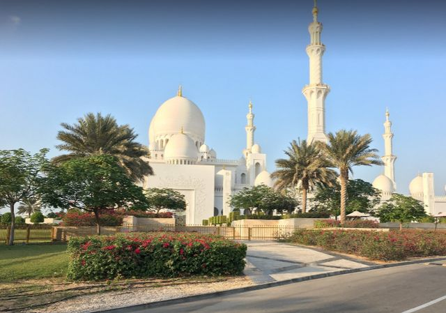 جامع الشيخ زايد الكبير بأبوظبي