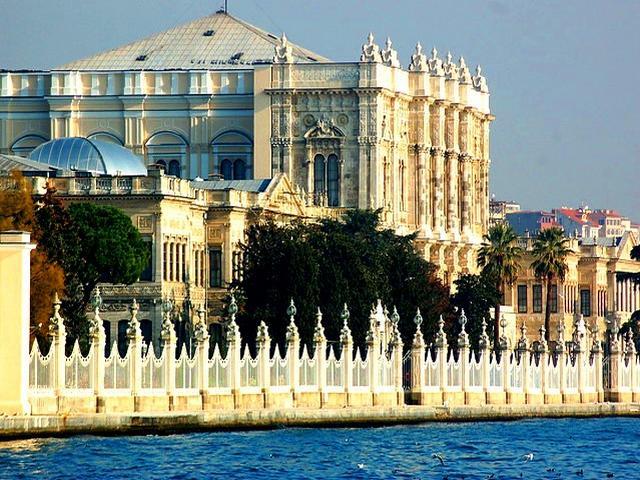 قصر دولمة بهجة من قصور اسطنبول وأهم اماكن اسطنبول السياحية