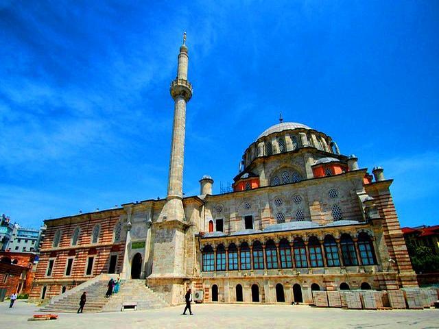 مسجد لاليلي بالقرب من الكبابجي محمود اسطنبول