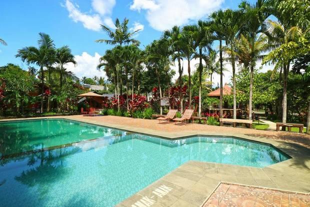 صورة لمسبح لاحد فنادق في بونشاك اندونسيا