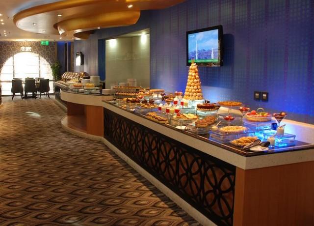 يضم جلوريا المدينة مطعم واحد يُقدّم المأكولات الإندونيسية والشرقية.