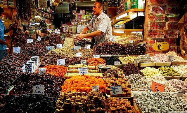 اين يقع السوق المصري في اسطنبول