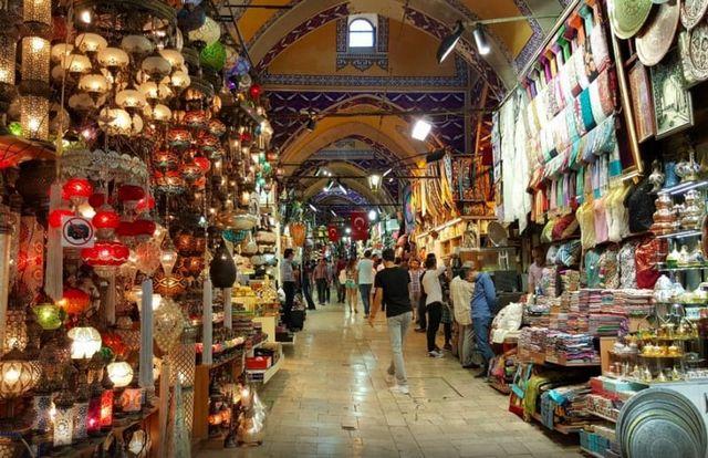 سوق بيازيت اسطنبول القريب من سوق لالالي في اسطنبول