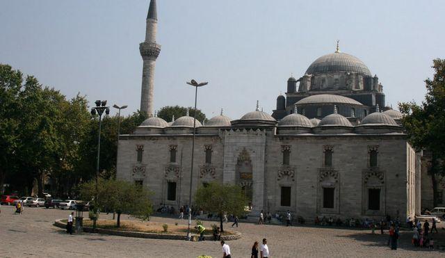شارع محمد الفاتح في اسطنبول