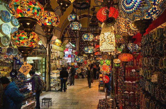سوق محمود باشا في تركيا