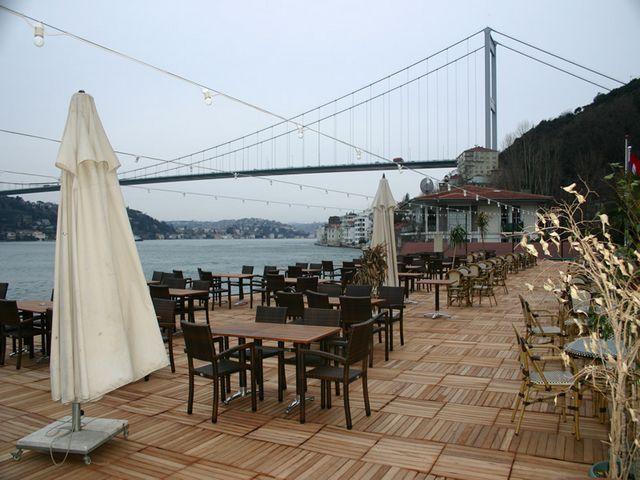 مقاهي اسطنبول على البحر