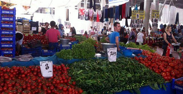 بازار الاحد في اسطنبول