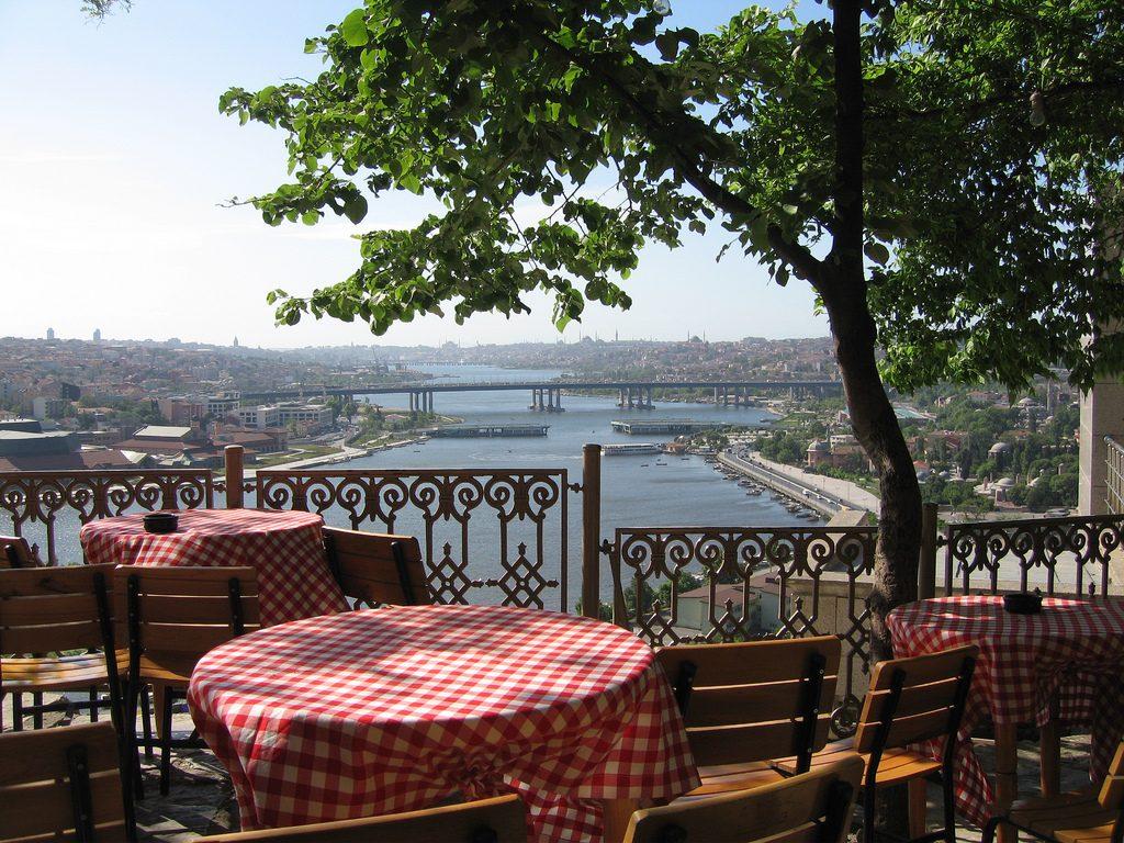 مقهى بيرلوتي في اسطنبول