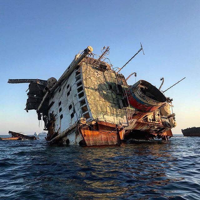 المركب الغرقانة