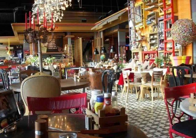 مطعم في شارع الماركات