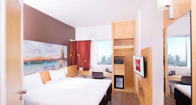فندق ايبيس ون سنترال دبي من أهم فنادق 3 نجوم في دبي شارع الشيخ زايد التي تُوّفر إطلالات على المدينة.