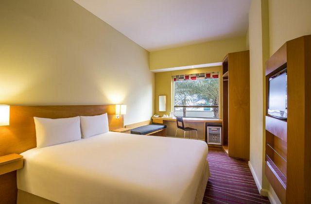 فندق ايبس دبي مول الامارات من فنادق 3 نجوم في دبي شارع الشيخ زايد التي تتميّز بموقعها القريب من معالم دبي السياحية.