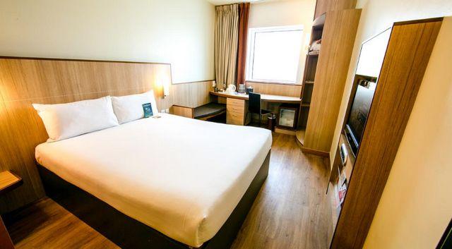 فندق ايبس البرشاء دبي من افضل فنادق 3 نجوم في دبي شارع الشيخ زايد التي تتمتّع بأسعار مُناسبة.