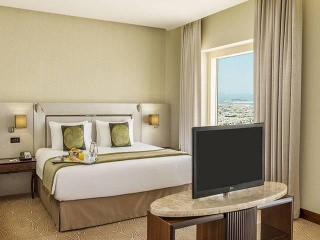 فندق ميلينيوم بلازا دبي من فنادق دبي 5 نجوم شارع الشيخ زايد التي تطل على شاطئ جميرا.
