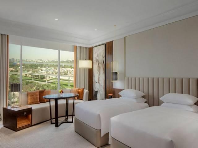فندق جراند حياة دبي من افضل فنادق دبي ٥ نجوم التي تُوّفر غُرف عصرية.