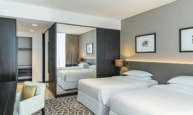 فندق شيراتون دبي شارع الشيخ زايد من  فنادق دبي شارع الشيخ زايد التي تُوّفر شقق عائلية.
