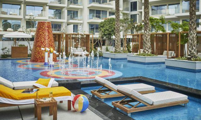فندق بدبي مع مسبح خاص