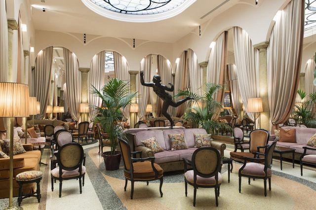 لوبي الفندق