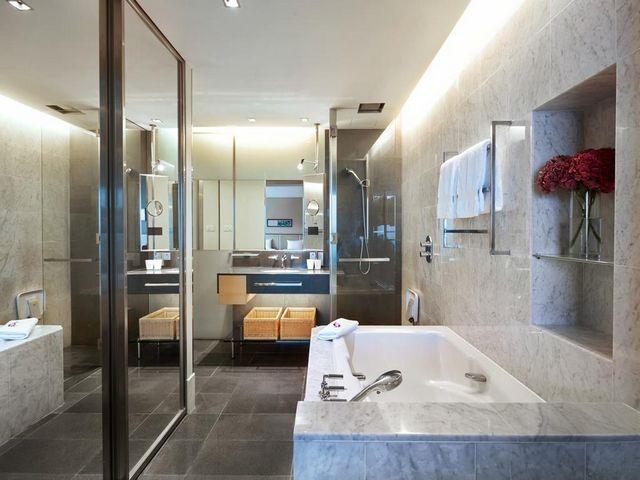 زُودت جميع مرافق فندق هيلتون كوالالمبور بكافة مستلزمات الاستحمام مجاناً