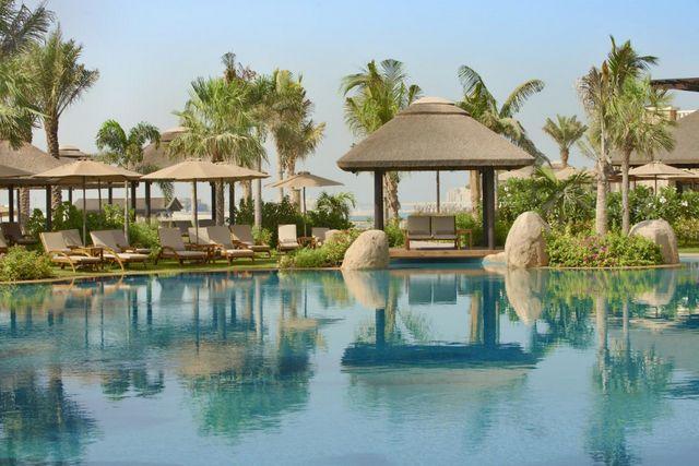 من أفضل فنادق دبي مع مسبح خاص لضمّه مجموعة متكاملة من الخدمات