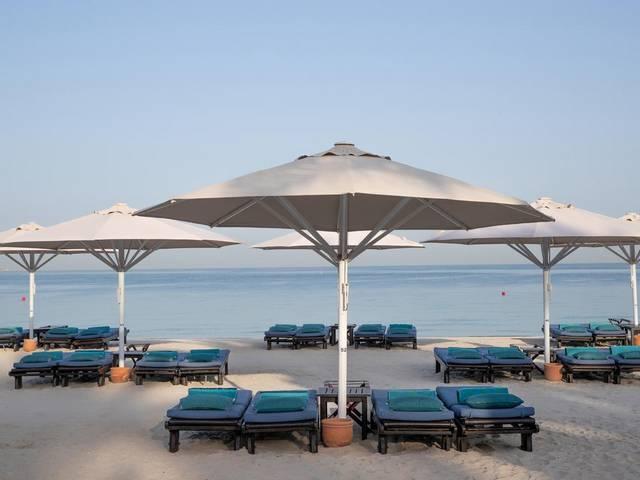 الشاطئ الخاص بفندق جميرا ميناء السلام
