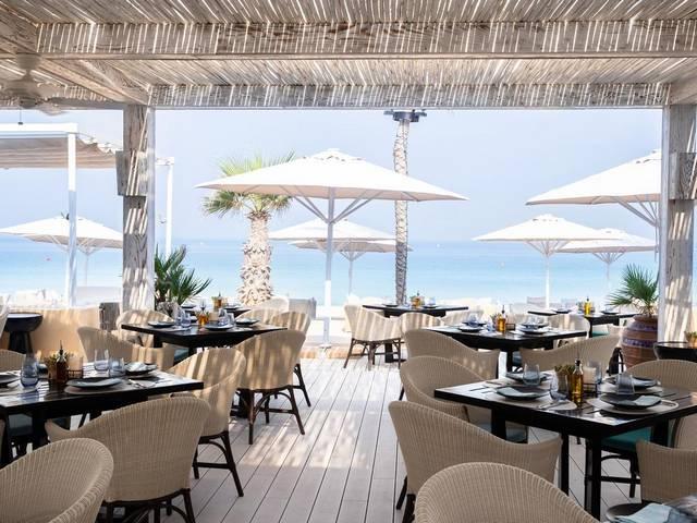 إطلالة مطعم فندق ميناء السلام مدينة جميرا على البحر