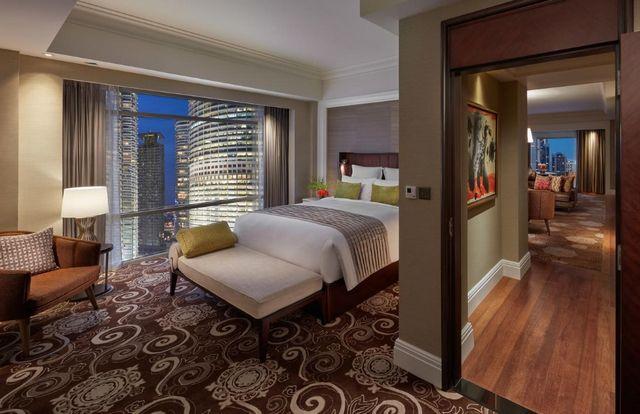 تعتبر فنادق كوالالمبور المطلة على البرجين من افضل خيارات الإقامة في ماليزيا
