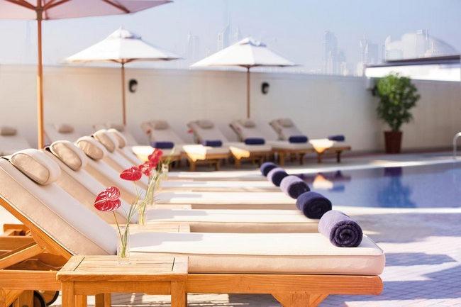 يشتمل فندق جراند بلازا موفنبيك دبي على مسبح في الهواء الطلق