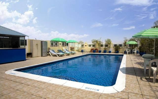 فندق بينتا جراند دبي يحتوي على مسبح خارجي