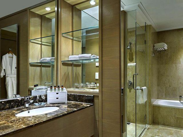 تم تزويد جميع مرافق غرف فندق بولمان كوالالمبور شارع العرب بالمستلزمات الأساسية