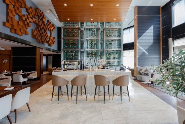 بار ومطعم فندق راديسون بلو مدينة دبي للإعلام