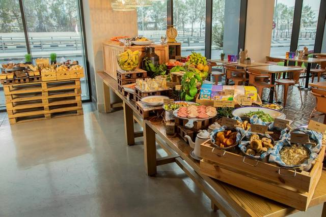 الطعام في فندق روف دبي بارك