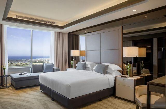 دليل شامل يجمع  افضل فنادق في شارع الشيخ زايد دبي