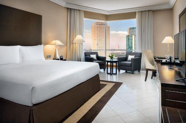 يضم شارع الشيخ زايد دبي فنادق فاخرة، للتعرف على فنادق شارع الشيخ زايد دبي تابع تقريرنا
