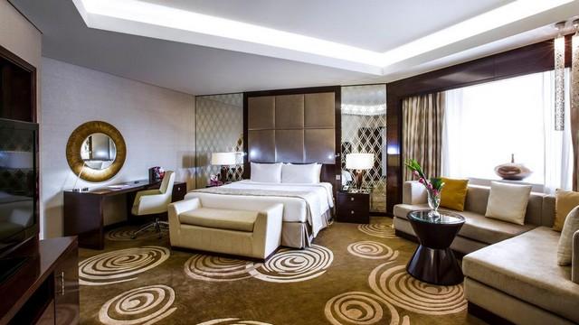 تنفرد غرف كراون بلازا دبي ديره بمساحاتها الواسعة.
