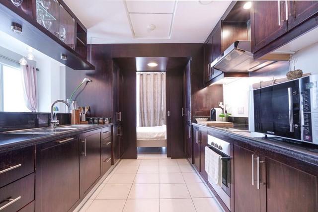 مطبخ شقق اليت رويال دبي تضم كافة المُستلزمات