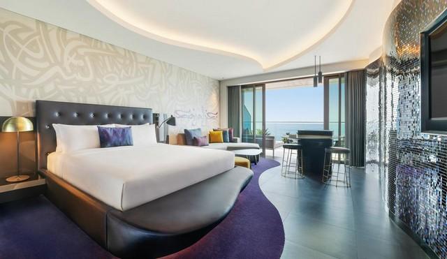 غرف فندق دبليو دبي تتميّز بالمساحات الواسعة والنظافة