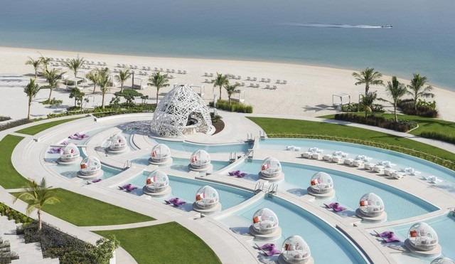 يشتمل فندق دبليو دبي النخلة مسبح ساحر