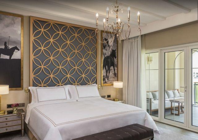 يضم فندق الحبتور بولو دبي غرف وأجنحة واسعة مناسبة للعوائل
