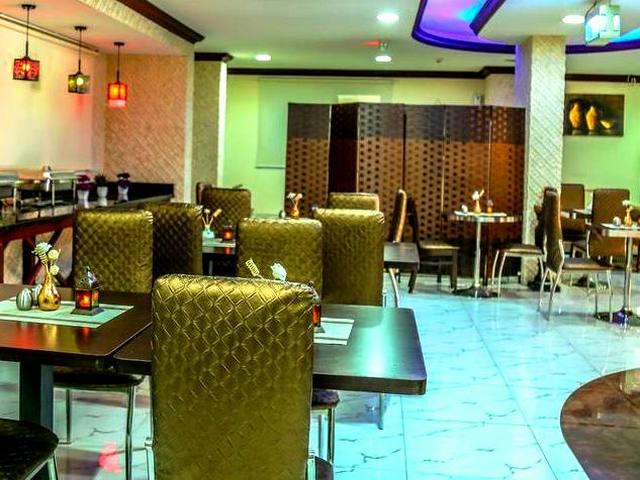المرقبات بلازا للشقق الفندقية يضم مطعمًا مميزًا