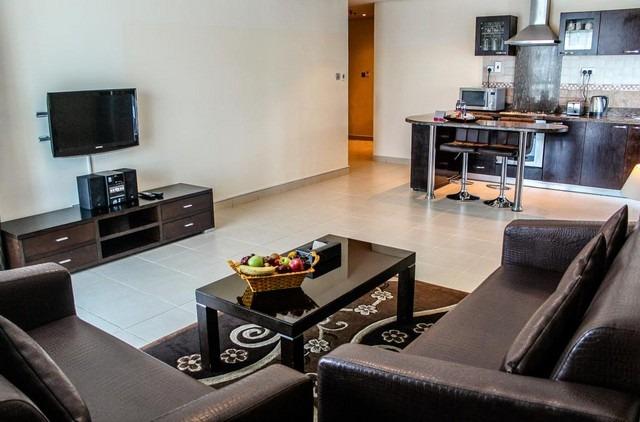 تمنح شقق فندقية في دبي البرشاء للزائرين قائمد فخمة من المرافق الممتعة