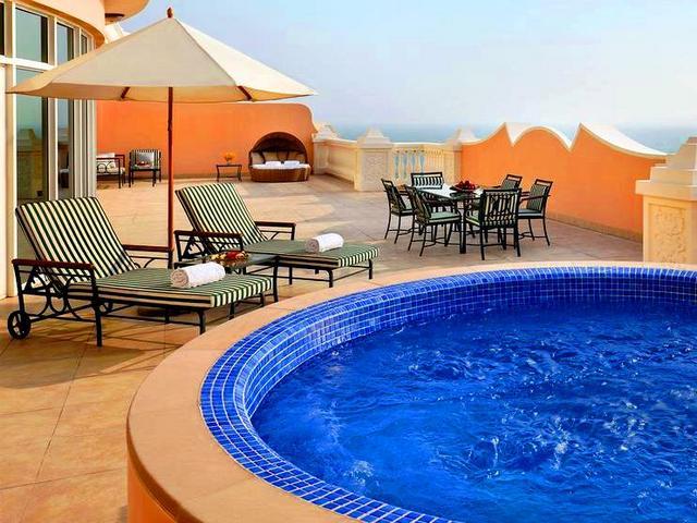 الإقامة في افضل منتجع في دبي تجربة لا تُنسى