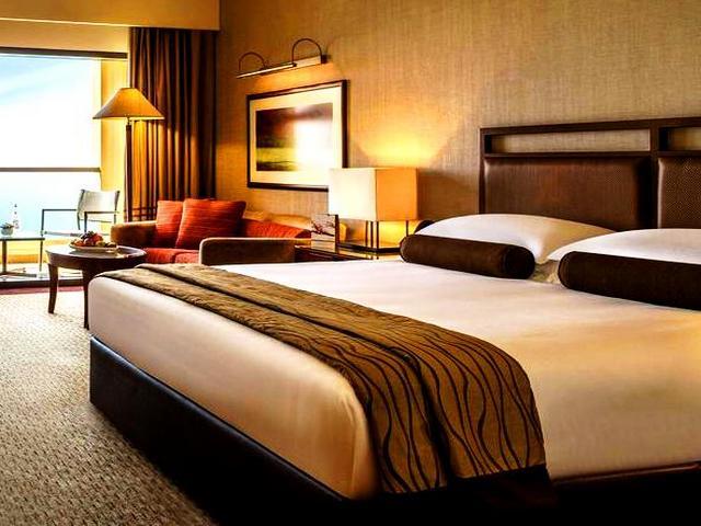 تناسب عدة فنادق مطله على البحر في دبي العائلات والأفراد