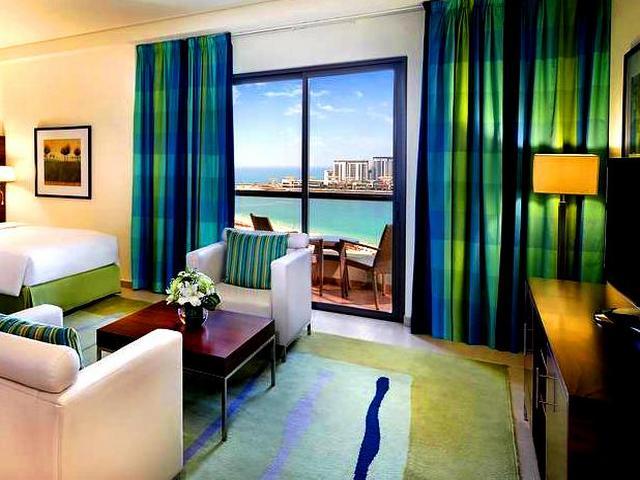 الإقامة في أحد فنادق دبي مطله ع البحر تجربة لا تُنسى